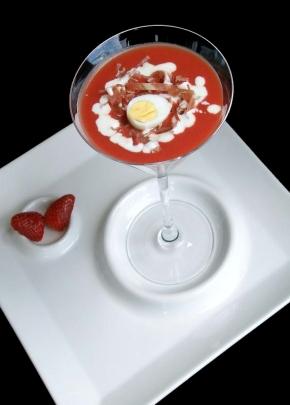 Gazpacho de fresas con jamón ibérico